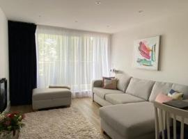 Modern central flat with balcony, apartment in Bournemouth