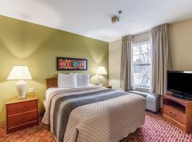 HomeTowne Studios & Suites by Red Roof Columbia, hotel in Columbia