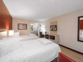 Red Roof Inn PLUS+ & Suites Naples Downtown-5th Ave S, hotel in Naples