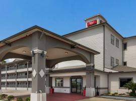 Red Roof Inn PLUS + Galveston - Beachfront, hotel in Galveston