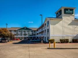 HomeTowne Studios by Red Roof Austin, hotel near Lake Travis, Cedar Park