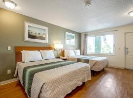 HomeTowne Studios by Red Roof Denver - Lakewood West, apartment in Lakewood