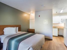 HomeTowne Studios by Red Roof Nashville - Airport/Briley Pkwy, hotel in Nashville