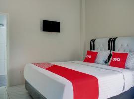 OYO 3266 Alifah Residence Syariah, hotel in Padang
