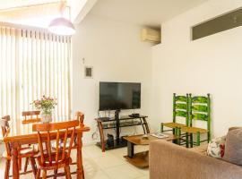 Apartamento térreo, em condomínio, confortável, clube, marina e praia., apartment in Angra dos Reis