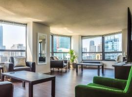 3BR Premium Executive Penthouse w/ Pool & Parking, accommodation in Chicago