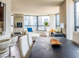 3BR Stunning Spacious Sky Loft Indoor Pool, Parking & Incredible Views, apartment in Chicago