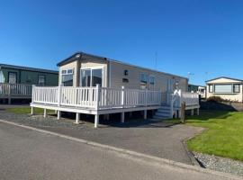 37 Bay View Oceans Edge by Prl Lodge Hire, hotel with pools in Lancaster