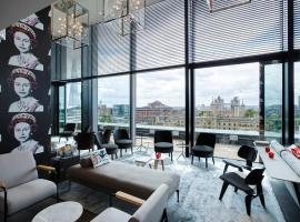 citizenM Tower of London, accessible hotel in London