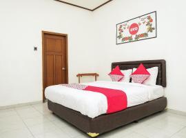 OYO 353 Loesje Guest House Syariah, hotel near Gajayana Stadium, Malang