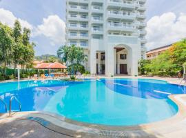 Waterfront Suites Phuket by Centara, hotel in Karon Beach