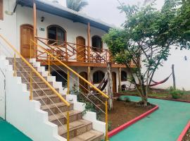 Hostal White House Galapagos, hostel in Puerto Ayora