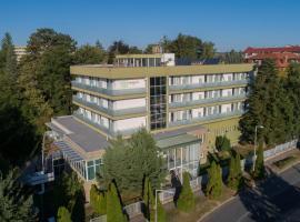 Hotel Fit Hévíz, отель в Хевизе