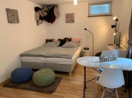 Helle Souterrainwohnung mit Komfort, apartment in Munich