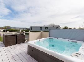 Thumper Lodge - Luxury lodge with Hot Tub, villa in South Cerney