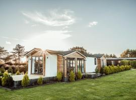 Little Eden Country Park, Bridlington with Private Hot Tubs Available, holiday home in Bridlington
