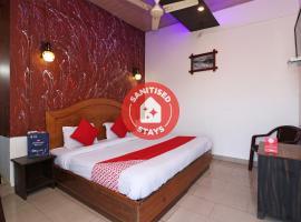OYO 74599 The Classic Banquet, hotel in Morādābād