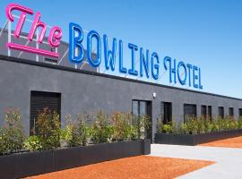The Bowling Hotel, hotel near Divonne-les-bains thermal center, Grens