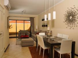 Spectacular house in gold coast, hotel em Palm-Eagle Beach
