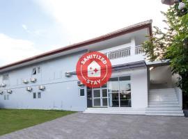 OYO 2270 Hotel Taman Wirama، فندق في Kesiman