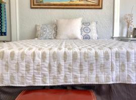 G - Comfy and Spacious Suite (Apt 2), homestay in Miami
