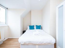 Solid Rock Extended Stays Dagenham A13, apartment in Dagenham