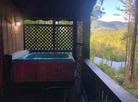 Mountain-top Cabin Get-away with Hot tub and a View, Ferienunterkunft in Sautee Nacoochee