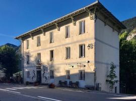 Le Relais des Cavaliers, hotel in Villeneuve-d'Entraunes