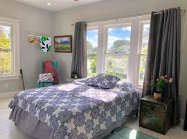 G - Sunny and Charming Suite next to MIA (Apt 5), homestay in Miami