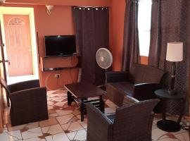 Cammile's Guesthouse 1 bedroom #3A, apartment in Buckleys