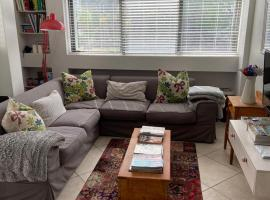Modern, centrally located Dorp street Apartment, apartment in Stellenbosch
