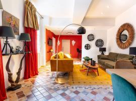 PLACE DU PALAIS DES PAPES 3 chambres 3 Salles de bain Parking Climatisation, apartment in Avignon