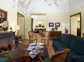 Chiaja Hotel de Charme, hotel near Castel dell'Ovo, Naples