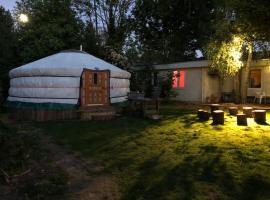 Het Kloppend Hart: Yurt, pet-friendly hotel in Sittard