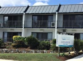 Whitsunday Waterfront Apartments, hotel near Whitsunday Art Gallery, Airlie Beach