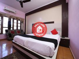 Capital O 38730 Hotel Mansarovar Deluxe, hotel in Bareilly