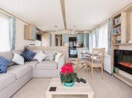 Paws Lodge, villa in South Cerney