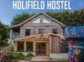 Holifield Farm Hostel, hostel in Helston