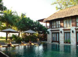 The Sandi Phala Beach Resort and Ma Joly Restaurant, boutique hotel in Kuta