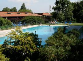 Golf Hotel, hotell i Lainate