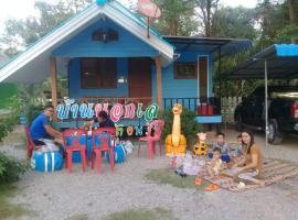บ้านพักนอกเล หาดเจ้าหลาว, guest house in Chao Lao Beach