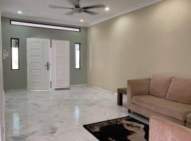 Quiet and relaxing home stay at melawati, villa in Kuala Lumpur
