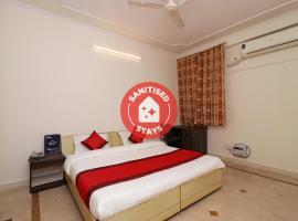 OYO 11452 Golden Castle Lodge, hotel en Ghaziabad