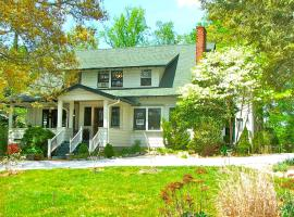 Oakland Cottage Bed and Breakfast, vacation rental in Asheville