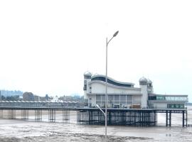 Bay & Harbour Holiday Apartments, apartment in Weston-super-Mare