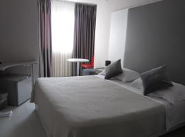 Freddy's Hotel, hotel en Tirana