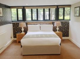 Hever Estate Bedroom, hotel near Tonbridge Castle, Hever