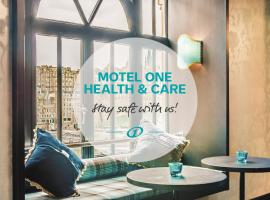 Motel One Edinburgh-Princes, hotel cerca de The Scotch Whisky Experience, Edimburgo