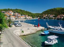 Apartments Velo - 10 m from sea, hotel in Brna