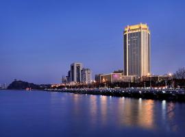 Crowne Plaza Zhenjiang, an IHG Hotel, отель в городе Чжэньцзян